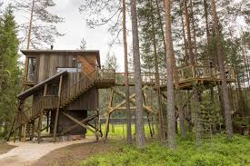 file tree house jpg trehyttene treehouses in gjerstad