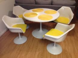 Tulip Table And Chairs Saarinen Style Tulip Table And Chairs Boise Northender