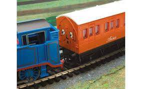 hornby r9283 thomas tank engine train set hornby thomas