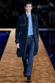 Hit The Floor Runway Walk - prada fall 2016 ready to wear collection vogue