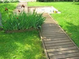 Backyard Walkway Ideas by Best 25 Wood Walkway Ideas Only On Pinterest Pallet Path
