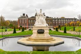 queen victoria statue around kensington palace in hyde park