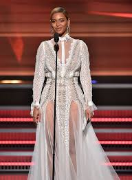 I Rather Go Blind By Beyonce Beyonce Wows In White Lace Gown As She Takes To The Stage At The