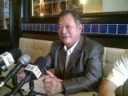 KAJANG: Former Selangor DAP auditor Tan Tuan Tat has urged party members to throw their support in favour of DAP national chairman Karpal Singh and national ... - tan-tuan-tat-300x225