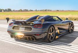 koenigsegg crew koenigsegg spent 2 weeks applying gold leaf to agera rs naraya