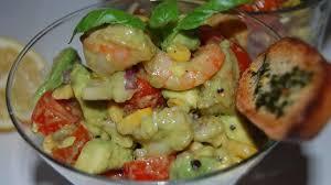 comment cuisiner un avocat salade d avocat aux crevettes recette par tchop afrik a cuisine