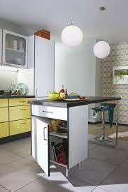 ilot cuisine blanc un îlot central bien intégré dans cette cuisine au style vintage