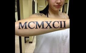 tatouage bracelet avant bras tatouage ces chiffres romains encrés tattoome le meilleur du