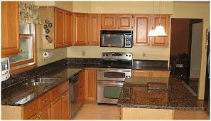 what color kitchen cabinets go with brown granite cabinet colors that go with baltic brown granite yahoo