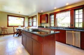 cuisine plancher bois cuisine avec l île et le plancher en bois foncé image stock image
