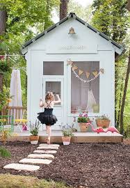 Tree House Backyard by 15 Amazing Diy Backyard Playhouses Patio Overhaul Pinterest