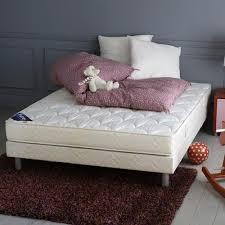 tapis chambre a coucher tapis brun photo 10 10 un tapis brun dans une chambre à coucher