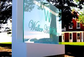 lighted outdoor signs great way to attract more traffic to your