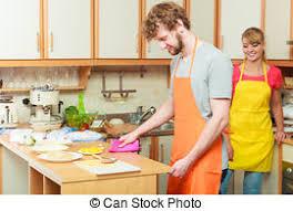 femme en cuisine femme cuisine fraises chagne homme photo de