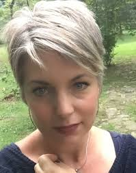hairstyles for over 70 with cowlick at nape 40 s hairstyle gray shorts gray hair and short haircuts