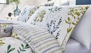 how to make a bed like a pro 10 ways to dress a bed like a designer bedroom styling ideas