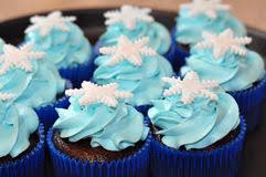 Kleine Kuchen Und Blaue Vereisung Stockbild Bild 9645877