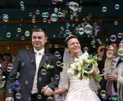 bulles de savon mariage les bulles de savon à la sortie de l église
