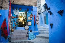 moroccan decor and blue color bring cool moroccan style into