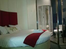 chambre avec lit rond chambre à 23 49 avec lit rond salle de jets multiples