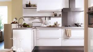 cuisine fonctionnelle petit espace amenager une cuisine en longueur stunning charmant comment