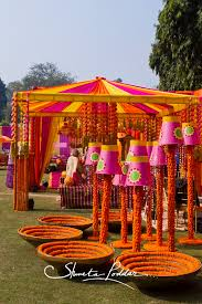 funky mehendi decor with buckets and marigold mehendi buckets