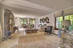 landhaus wohnzimmer landhauswohnzimmer lizenzfreie stockbilder bild 20286409