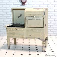 dollhouse furniture kitchen tootsietoy 1930 s kitchen stove vintage metal dollhouse furniture