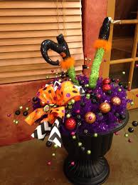 love this for a centerpiece for our big halloween party