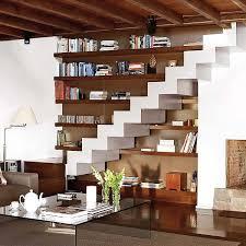 Placard Sous Escalier Avec Tablettes Des étagères Déco Sous Escaliers 20 Idées Gain De Place