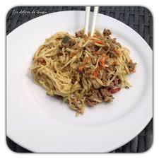 cuisiner des pates chinoises nouilles chinoises au boeuf et au curry au cookeo les délices de