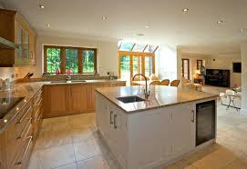 grand ilot de cuisine cuisine moderne avec ilot cuisine cuisine equipee moderne avec