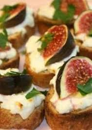 apéritif canapé crostini au fromage de chèvre et aux figues