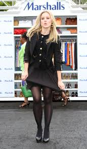 kristen bell at marshalls dress for success fashion show 2010 13