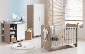 meubles chambre idées de meubles de chambre lit blanc uni et coussins forme de