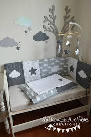 déco chambre bébé gris et blanc linge lit bébé et décoration chambre bébé nuages et étoiles gris