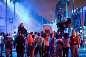halloween horror nights orlando florida horror vs boo which theme park delivered the best halloween