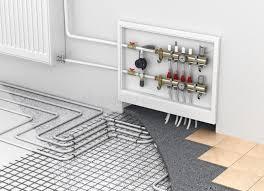 chauffage chambre chauffage par le sol avec le collecteur et le radiateur dans la