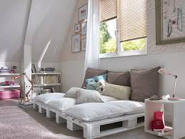 decoration chambre combles cosy des combles aménagés en chambre cosy très douce la