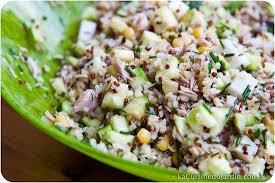 comment cuisiner le quinoa recettes salade composée au quinoa courgette thon maïs et ciboulette du