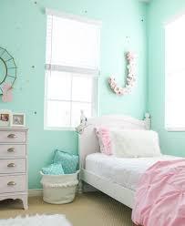 Winter Room Decorations - girls shared cozy winter bedroom