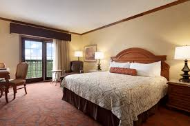 cing at table rock lake in branson mo rooms suites chateau on the lake hotel rooms in branson mo