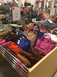 Tas Huer tas dan sepatu wanita diskon hingga 70 di metro department store