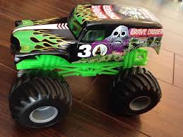 monster jam 1 24 scale trucks grave digger 30th anniversary 1 24 toy car die cast and