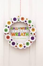halloween printable eyeball wreath see vanessa craft