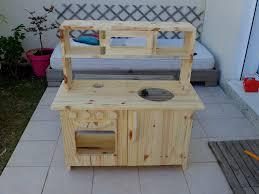 cuisine d enfants meuble cuisine pour enfants diy meubles extérieure d été tolle