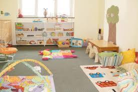 chambre bébé montessori 8 chambres de bébé décorées et aménagées selon la pédagogie montessori