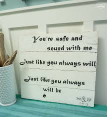 wedding gift craft ideas diy song lyrics pallet sign wedding gift pallets pallet wedding