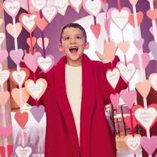 10 Romantic Valentine S Day Decor Ideas by The 10 Things Single But Hopeless Romantics Do On Valentine U0027s Day