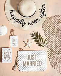 honeymoon essentials gifts best 25 honeymoon gifts ideas on wedding messages to